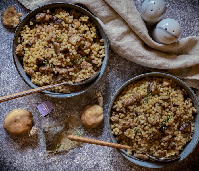 Fregola affumicata al tè Lapsang con Shiitake e Salsiccia