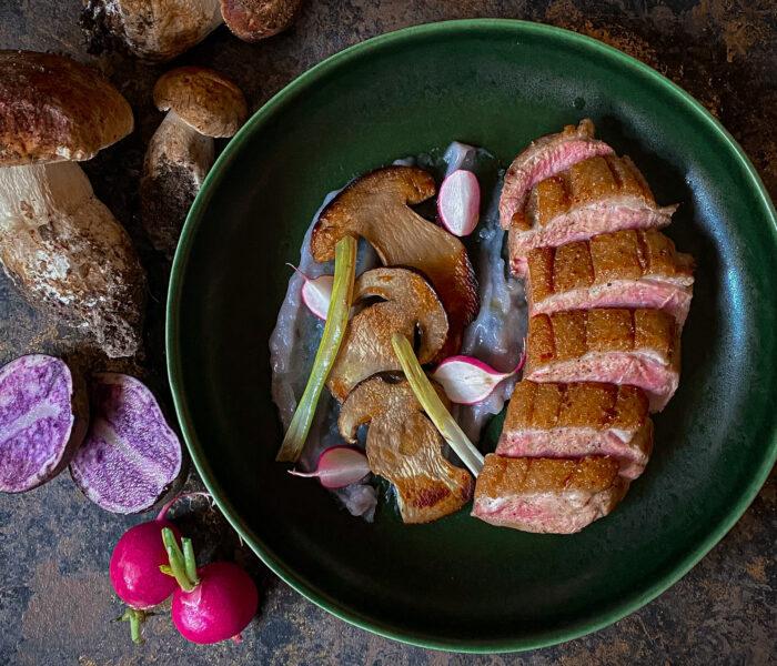 Petto d'anatra, porcini e patate viola: una poesia d'autunno!