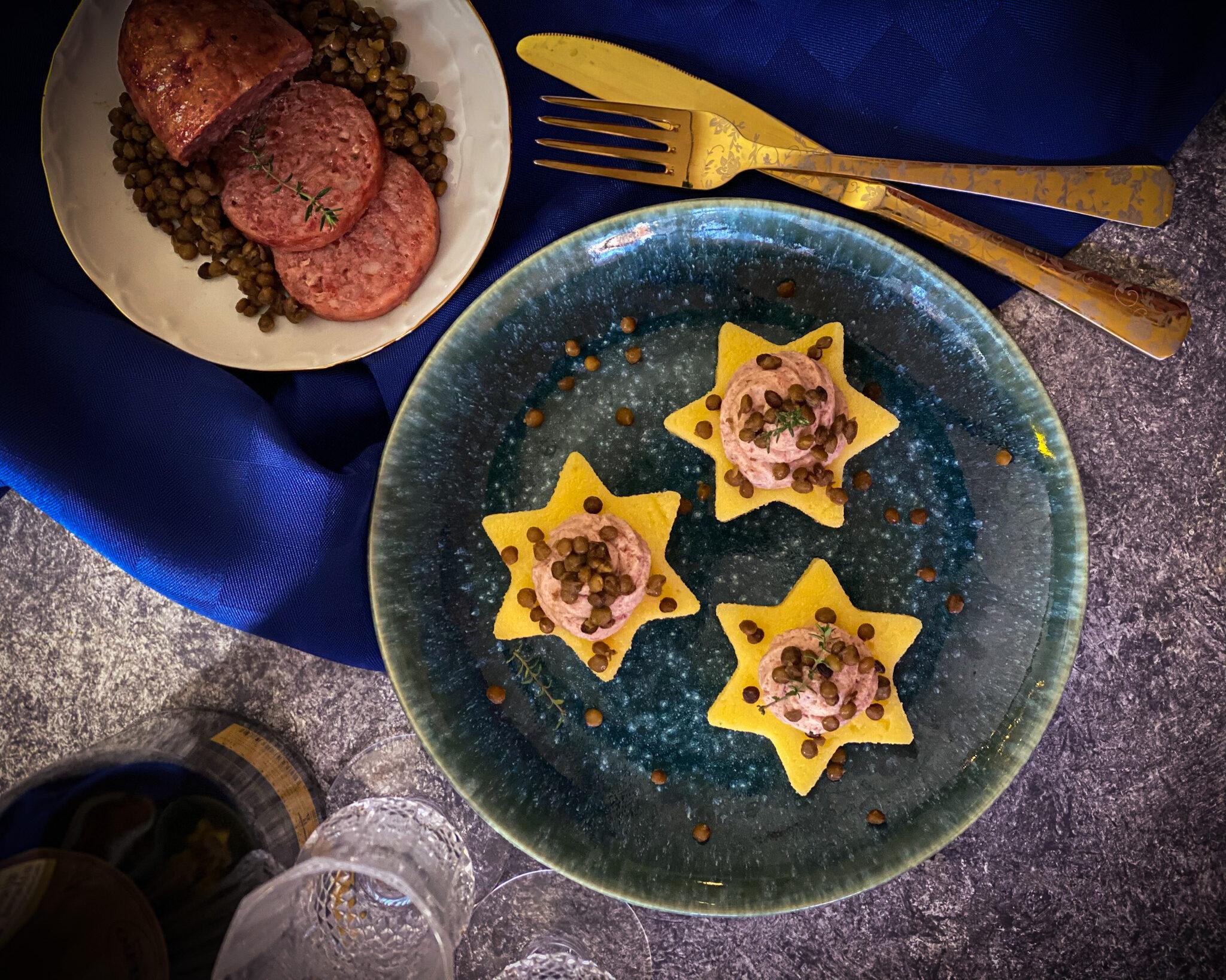 Stelline di polenta con mousse di cotechino e lenticchie
