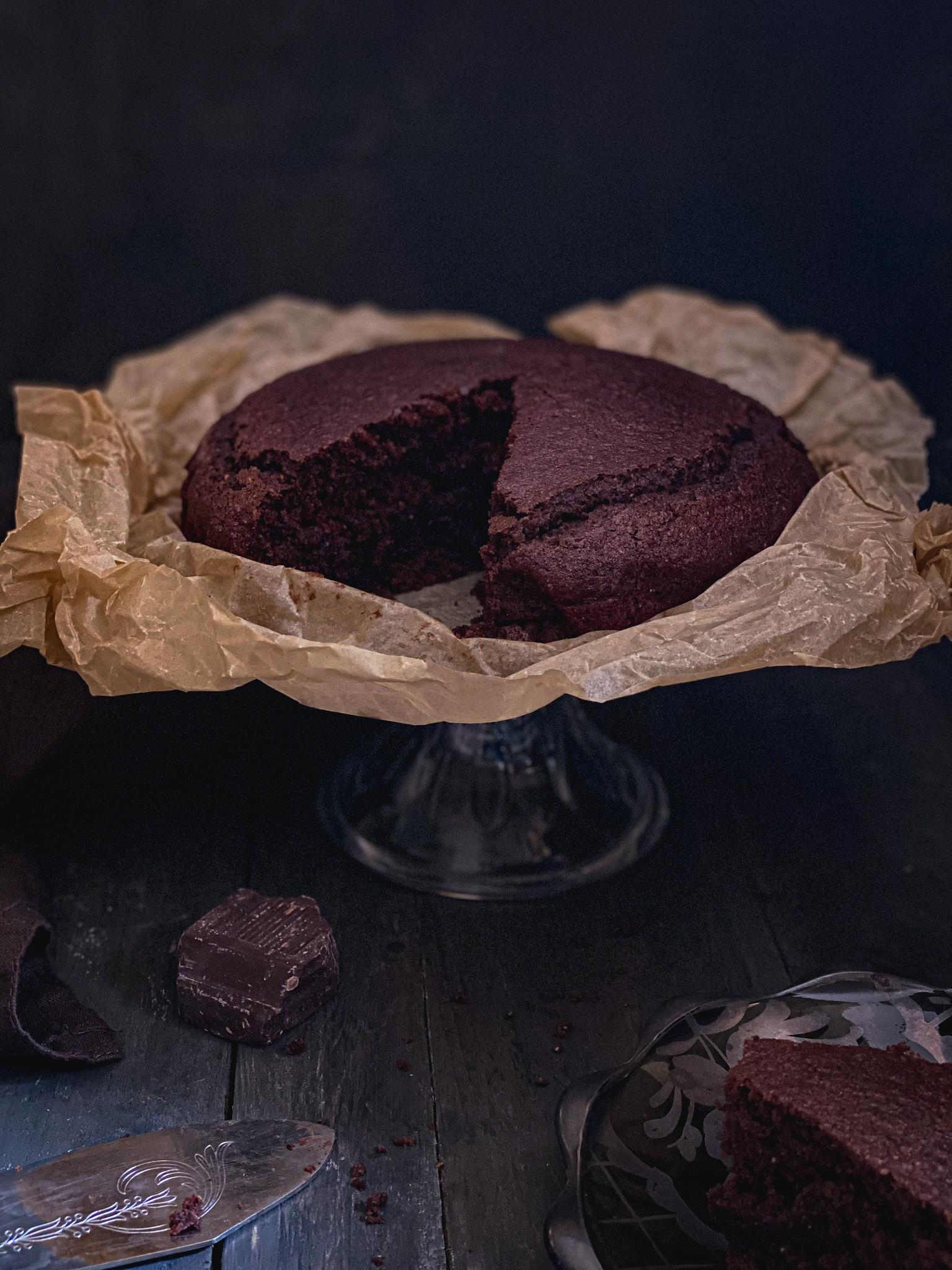 Torta integrale acqua e cioccolato: una leggerissima delizia